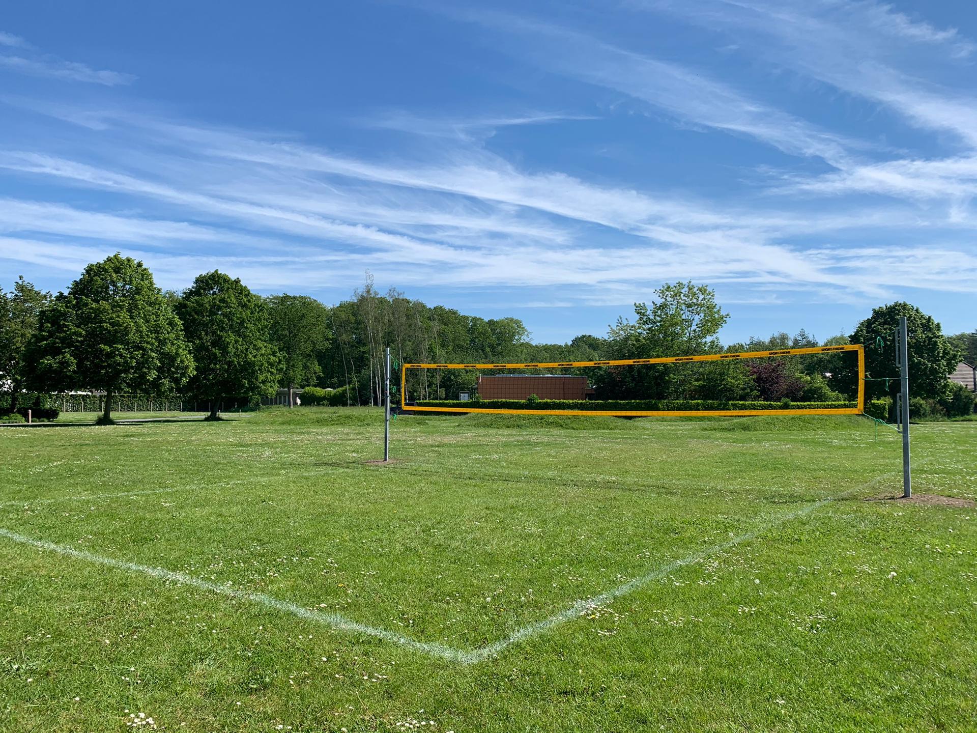 Een nieuw grasvolleyveld in Oostkamp!